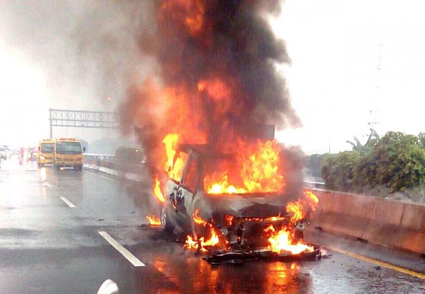 事故碰撞火燒車 示意圖